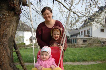 Carrie Schwickhardt mit ihren Kindern